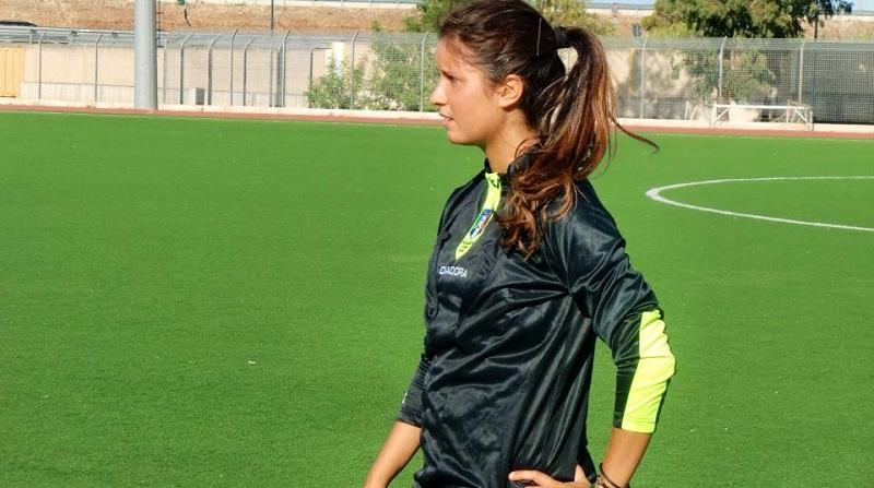 Risultati immagini per donna arbitro di calcio italiana